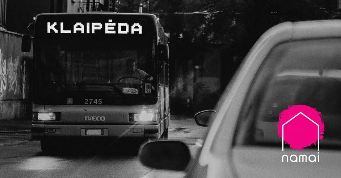 Spektaklis NAMAI Klaipėdoje kviečia pasivažinėti autobusu